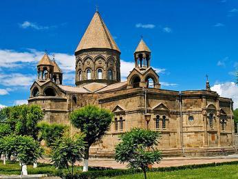 Hlavní katedrála Arménské apoštolské církve v jejím sídle v Ečmiadzinu