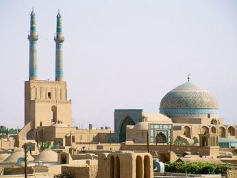 Minarety Páteční mešity vJazdu patří knejvyšším vÍránu