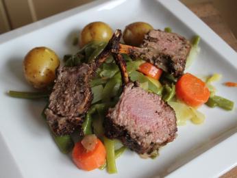 Pečené jehněčí agneau corse je jednou z korsických specialit