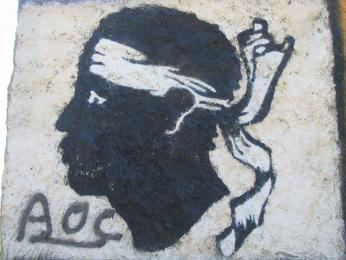 Hlava Maura je symbolem Korsiky