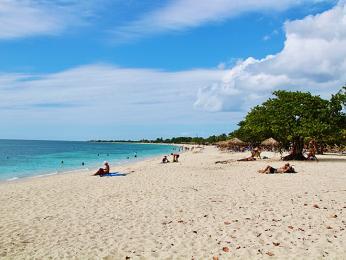 Písečná pláž Ancón omývaná modrozeleným Karibským mořem
