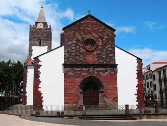 Katedrála ve Funchalu je vystavěna vmanuelském stylu