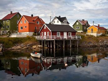 Rybářskému městečku Henningsvær se přezdívá Benátky Lofot