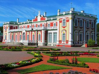 Palác Kadriorg leží ve stejnojmenném tallinnském parku
