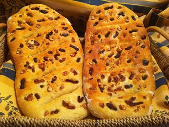 Fougasse je typ chleba tradičně spojovaný sProvence