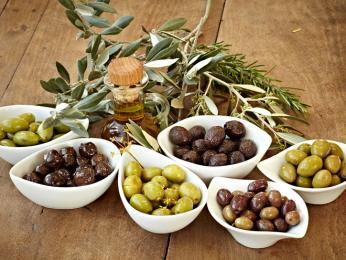 Olivy aolivový olej se ve velkém užívají vcelé Provence