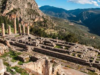 VApollónově chrámu vDelfách probíhaly všechny věštby slavné Pýthie