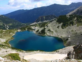 Blankytně modré jezero v Pirinu