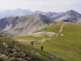 Cesta z Vichrenu, nejvyššího vrcholu pohoří Pirin