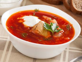 Polévka boršč zčervené řepy