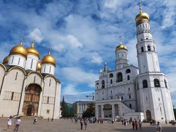 Uspenský chrám azvonice Ivana Velikého v moskevském Kremlu