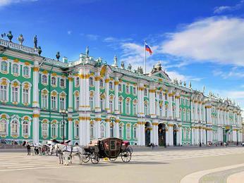 Zimní palác v Petrohradě má průčelí dlouhé 230m acelkem 1057 komnat