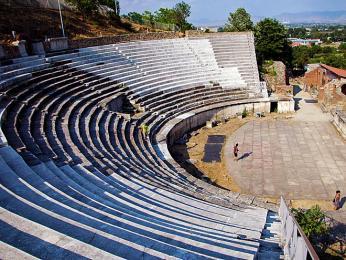 Amfiteátr vněkdejším antickém městě Heraklea Linkestis