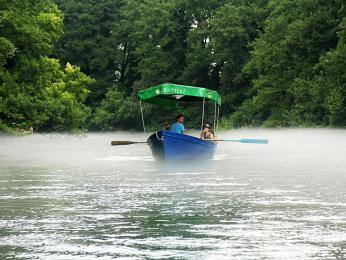 Výlet loďkou kpramenům řeky ČernýDrin