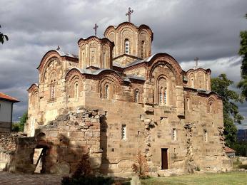Ve vesniciStaro Nagoričane stojí kostel svatého Jiří ze 14. století