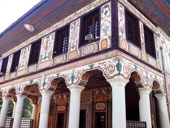 Detail Šarena Džamija neboli Malované mešity ve městě Tetovo