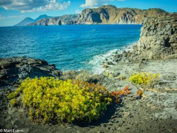 Skalnaté pobřeží Liparských ostrovů