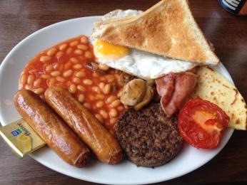 Skotská snídaně je opravdu vydatná