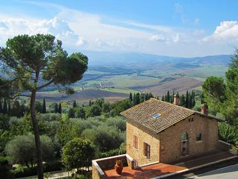 Toskánsko je krajinou vinohradů, cypřišů,olivovníků akamenných vilek