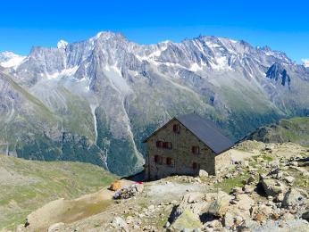 """Krystalický masiv """"Červených skal"""" ve francouzských Alpách"""