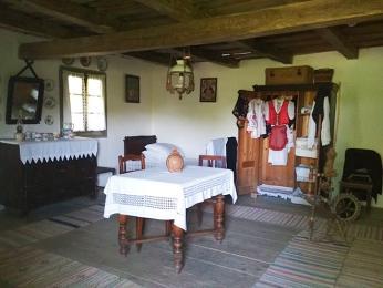Interiér jednoho z tradičních rusínských stavení v užhorodském skanzenu