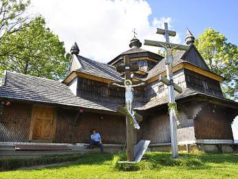 Dřevěný kostelík nacházející se vpodhorském městečku Jasiňa
