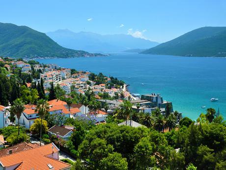 Historické město Herceg Novi vKotorském zálivu