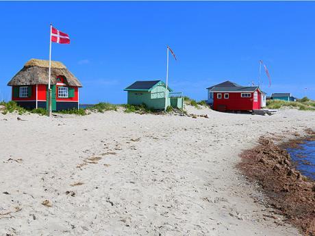 Barevné plážové domky jsou pro ostrov Ærø charakteristické