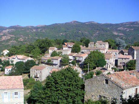 Aullène je typická vesnička ve vnitrozemí Korsiky