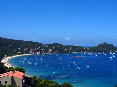 Korsický záliv Valinco láká na průzračné moře a písečné pláže
