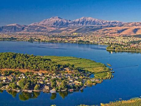 Ioanninu najdeme na břehu jezera Pamvotis