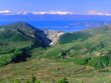 Výhled od kláštera Osios Loukas