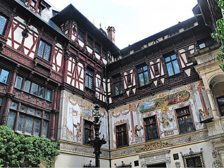 Fasáda královské letní rezidence Peleş
