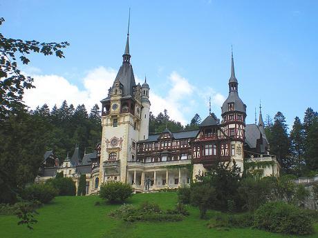Zámek Peleş připomínající Bavorsko zahrnuje více než 100pokojů