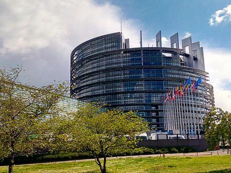 Mezi moderní budovy ve Štrasburku patříiEvropský parlament