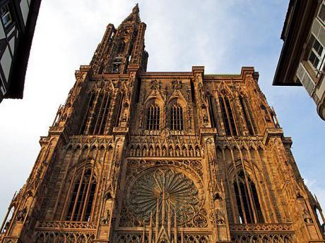 Katedrála Notre-Damevsobě ukrývá stále funkční orloj ze 16.století