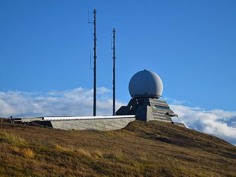 Meteorologická stanice na nejvyšším vrcholu Grand Ballon vpohoří Vogézy