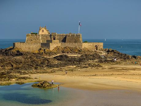 Fort National na ostrůvku u Saint Malo