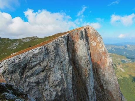 Kom Vasojevički je výraznou dominantou pohoří Komovi