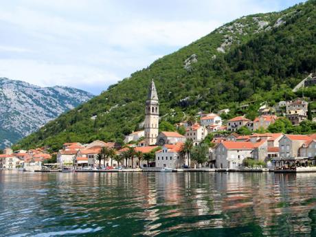 Malebné městečko Perast na břehu Kotorského zálivu