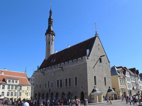 Jediná gotická radnice vseverní Evropě stojí na Radničním náměstí vTallinnu