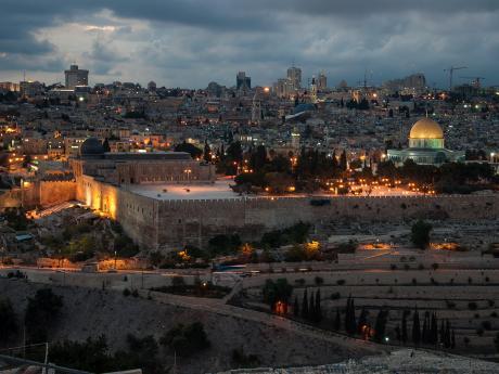 Noční Jeruzalém při pohledu zOlivetské hory