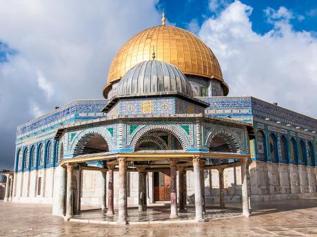 Jeruzalémský Skalní dóm zroku 691 zdobí krásně propracovaná mozaika