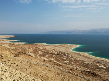 Mrtvé moře je ve skutečnosti jezero na hranici dvou států, Izraele aJordánska