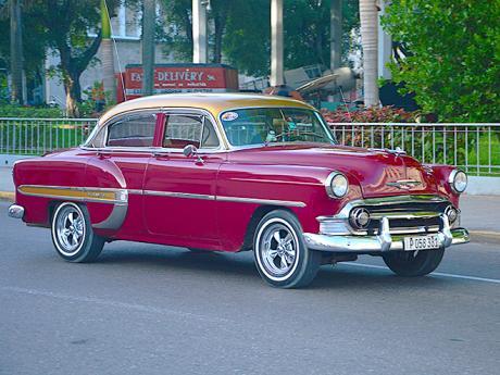 Po celé Kubě se prohánějí takovéto staré americké krásky
