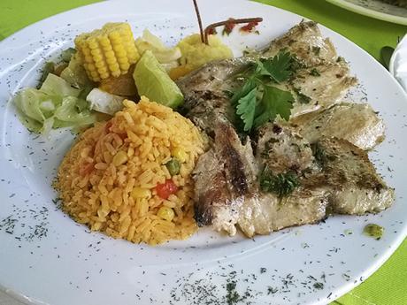 K základům kubánského jídelníčku patří rýže arůzně připravované ryby