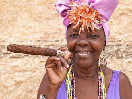 Kubánci... to je srdečný úsměv, pestrobarevné oblečení adoutník