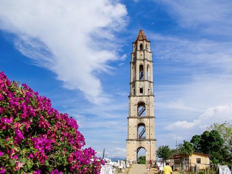 Sedmipatrová strážní věž Torre de Iznaga sloužila khlídání otroků