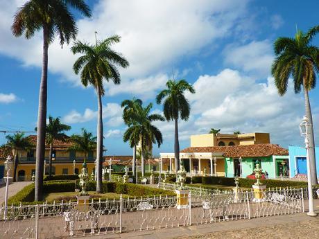 Náměstí Plaza Mayor vhistorickém centru městaTrinidad
