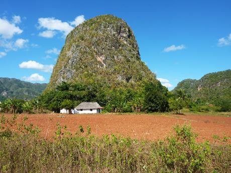 Mogota, jedna zmnoha vNP Viñales, jevápencový útvar vzniklý erozí